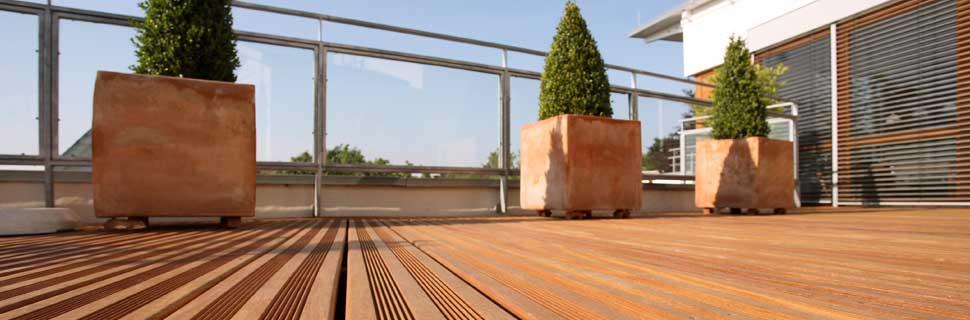 bequeme Terrasse Bäume Garten anlegen Ideen kostengünstige einheimische